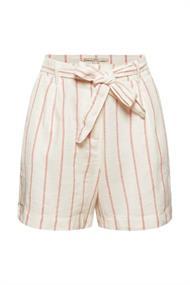 Mit Leinen: High-Waist-Shorts mit Gürtel